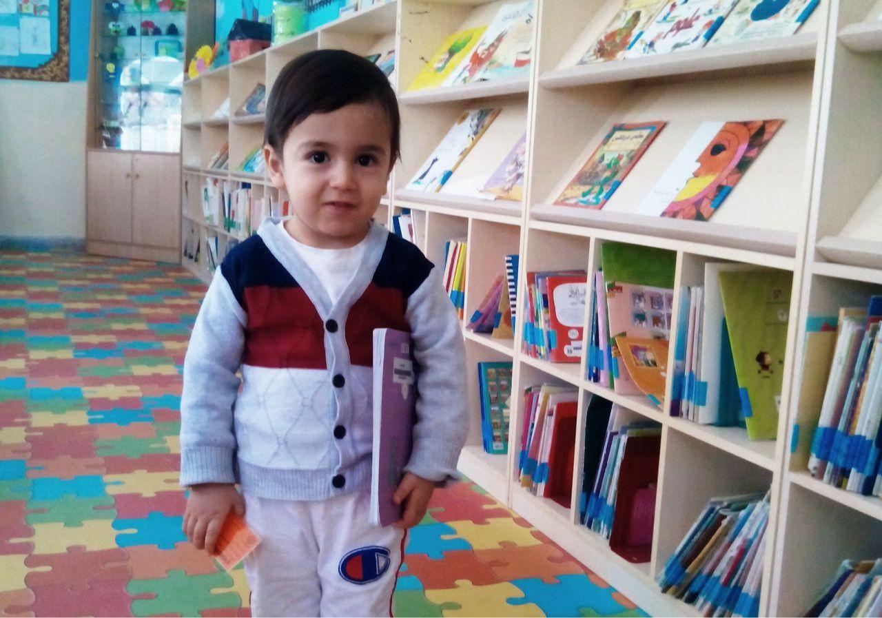 خردسالترین عضو کتابخانه عمومی وحدت پاوه