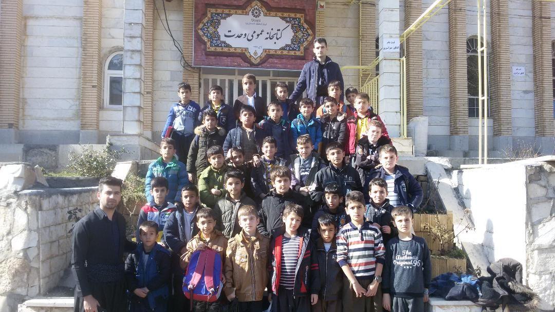 بازدید دانش آموزان از کتابخانه وحدت پاوه
