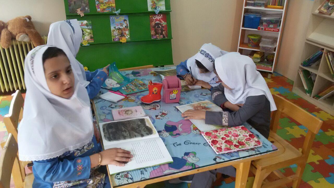 بازدید دانش آموزان دبستان سما از کتابخانه وحدت پاوه
