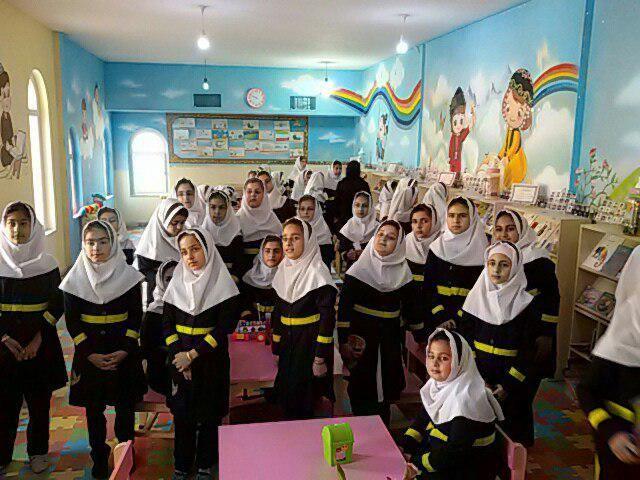 بازدید مدرسه حجاب از کتابخانه وحدت پاوه