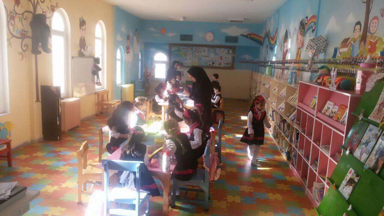 مهد روژدا در کتابخانه وحدت پاوه